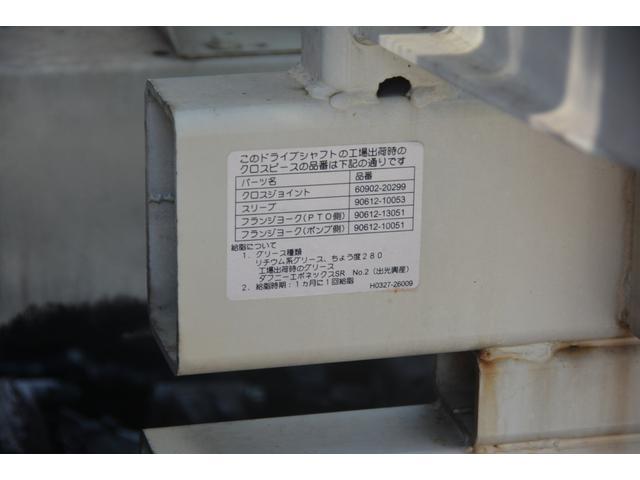 3軸 ベッド ミキサー車 カヤバ 8.9立米 電動ホッパ 6速MT 2デフ 水タンク 左電動格納ミラー キャブラダー フォグランプ ミラーヒーター 坂道発進補助 デフロック ETC チョーク タコグラフ アドブルー(16枚目)