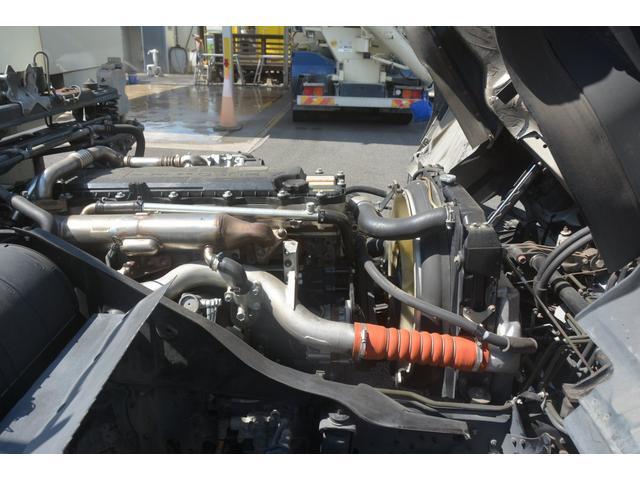 3軸 ベッド ミキサー車 カヤバ 8.9立米 電動ホッパ 6速MT 2デフ 水タンク 左電動格納ミラー キャブラダー フォグランプ ミラーヒーター 坂道発進補助 デフロック ETC チョーク タコグラフ アドブルー(31枚目)