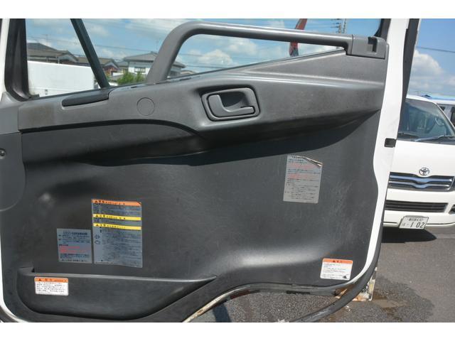 3軸 ベッド ミキサー車 カヤバ 8.9立米 電動ホッパ 6速MT 2デフ 水タンク 左電動格納ミラー キャブラダー フォグランプ ミラーヒーター 坂道発進補助 デフロック ETC チョーク タコグラフ アドブルー(32枚目)