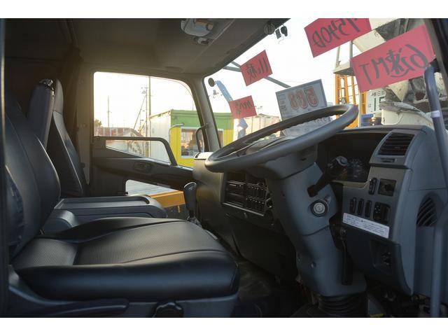 3軸 ベッド ミキサー車 カヤバ 8.9立米 電動ホッパ 6速MT 2デフ 水タンク 左電動格納ミラー キャブラダー フォグランプ ミラーヒーター 坂道発進補助 デフロック ETC チョーク タコグラフ アドブルー(33枚目)