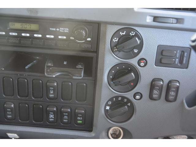 3軸 ベッド ミキサー車 カヤバ 8.9立米 電動ホッパ 6速MT 2デフ 水タンク 左電動格納ミラー キャブラダー フォグランプ ミラーヒーター 坂道発進補助 デフロック ETC チョーク タコグラフ アドブルー(38枚目)