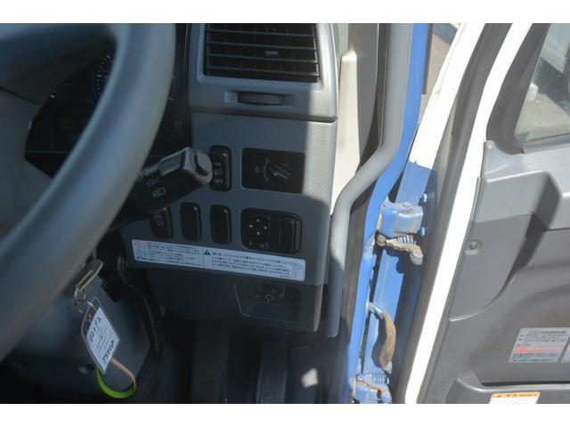 3軸 ベッド ミキサー車 カヤバ 8.9立米 電動ホッパ 6速MT 2デフ 水タンク 左電動格納ミラー キャブラダー フォグランプ ミラーヒーター 坂道発進補助 デフロック ETC チョーク タコグラフ アドブルー(40枚目)
