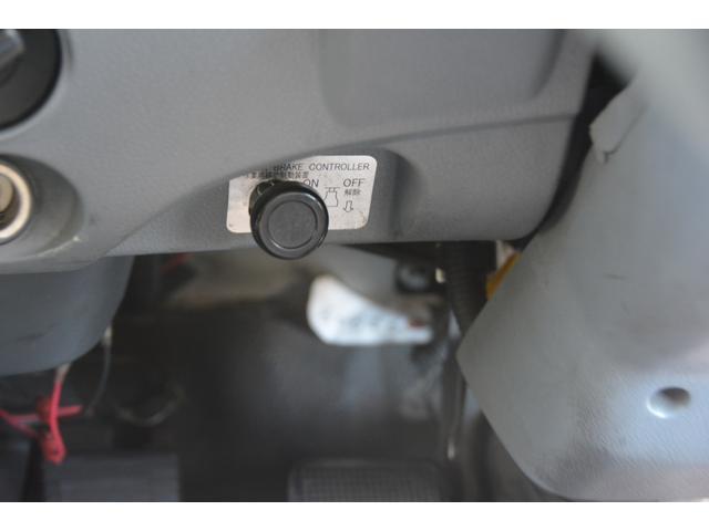 3軸 ベッド ミキサー車 カヤバ 8.9立米 電動ホッパ 6速MT 2デフ 水タンク 左電動格納ミラー キャブラダー フォグランプ ミラーヒーター 坂道発進補助 デフロック ETC チョーク タコグラフ アドブルー(41枚目)