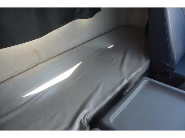 3軸 ベッド ミキサー車 カヤバ 8.9立米 電動ホッパ 6速MT 2デフ 水タンク 左電動格納ミラー キャブラダー フォグランプ ミラーヒーター 坂道発進補助 デフロック ETC チョーク タコグラフ アドブルー(42枚目)