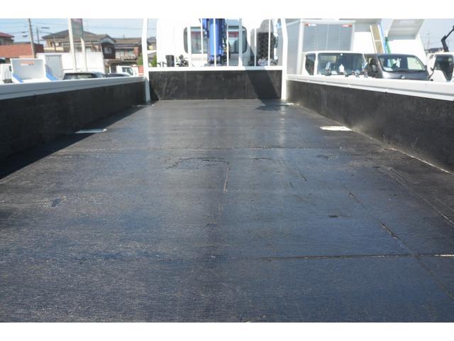 4トン 標準幅 4段クレーン ラジコン無し 2.75t積 積載2750kg 5.5m長 タダノ製 2.93t吊 フックイン 床板2重張り 床フック6対 坂道発進補助 オートエアコン(16枚目)