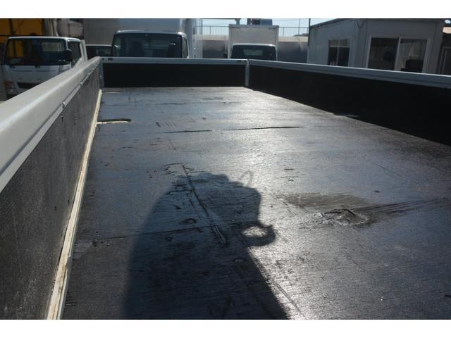 4トン 標準幅 4段クレーン ラジコン無し 2.75t積 積載2750kg 5.5m長 タダノ製 2.93t吊 フックイン 床板2重張り 床フック6対 坂道発進補助 オートエアコン(18枚目)