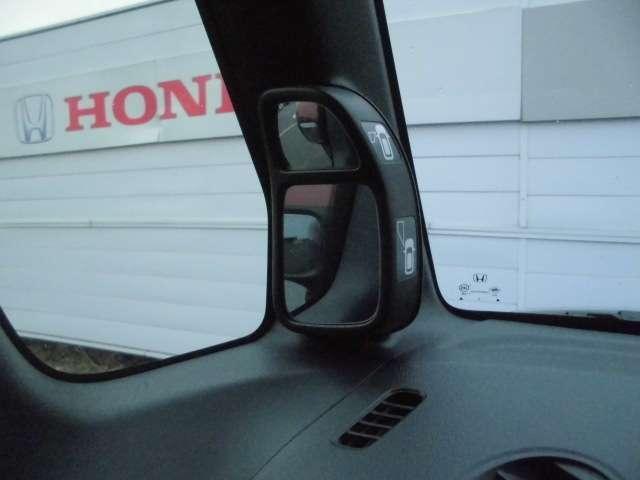 NBOXならではのピタ駐ミラー。 縦列駐車が簡単です!