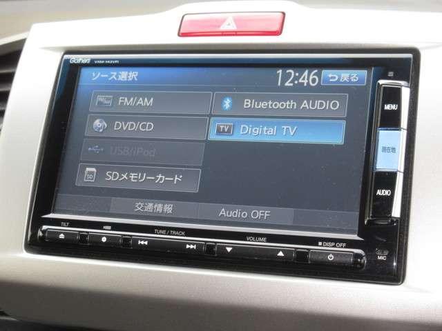 ナビゲーションはギャザズメモリーナビ(VXM-142VFi)を装着しております。AM、FM、CD、DVD再生、Bluetooth、ワンセグTVがご使用いただけます。