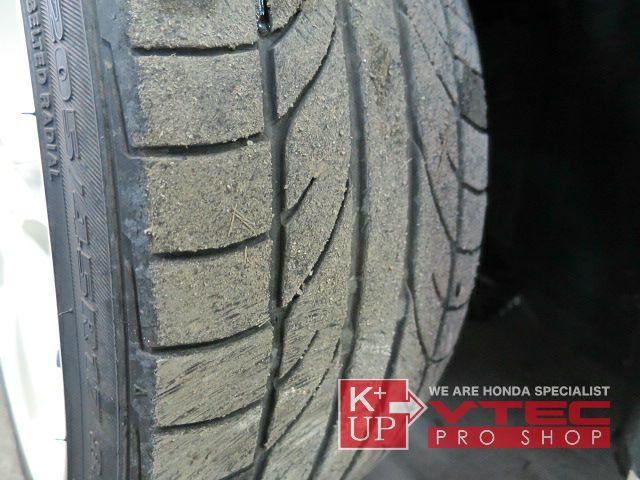 タイヤの溝はまだございますが、ひび割れが発生しております。早めの交換をオススメ致します!新品・中古社外AWとの同時対応ももちろん可能ですので是非ご相談くださいませ!