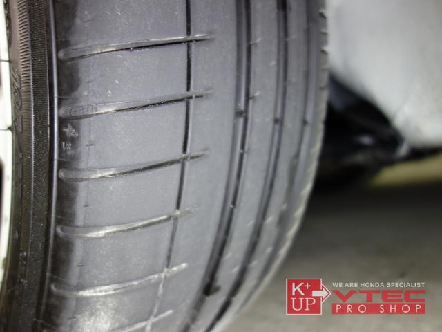 タイヤの溝は少々減り気味ではありますが、そのままご使用可能です。ハイグリップラジアルへの変更などもご相談下さい。タイヤ価格に自信あり!是非ご相談下さい。