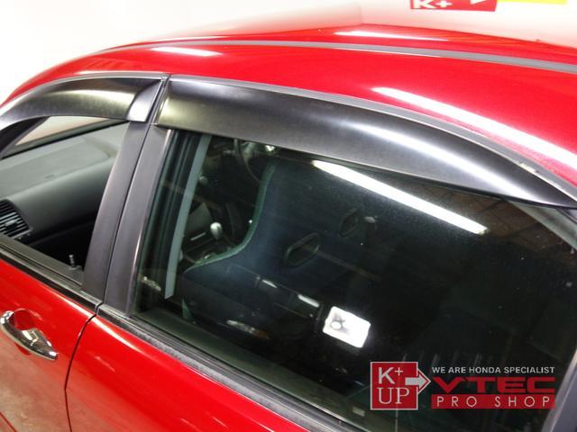 ドアバイザー付きで少し外気を入れたい時や換気など、この装備は意外と重要です!