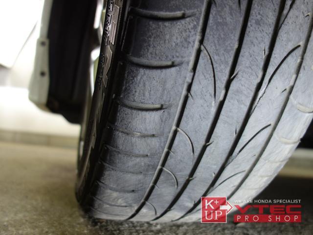 タイヤの溝は少々減り気味ではありますが、そのままご使用可能です。ご予算、ご用途にあわせて銘柄をご提案いたします。タイヤの種類に詳しくない方でも御安心ください!