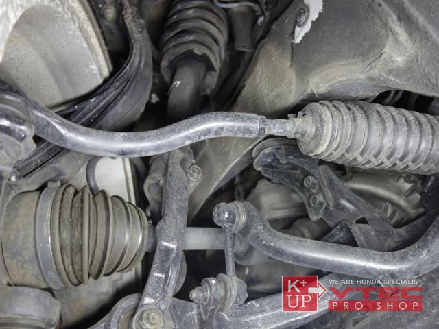 当時のホンダ車としては破格のボディ剛性とタイプRが安全基準を満たすために捨てざるを得なかったダブルウィッシュボーン形式のサスペンションを持って生まれた車両です。