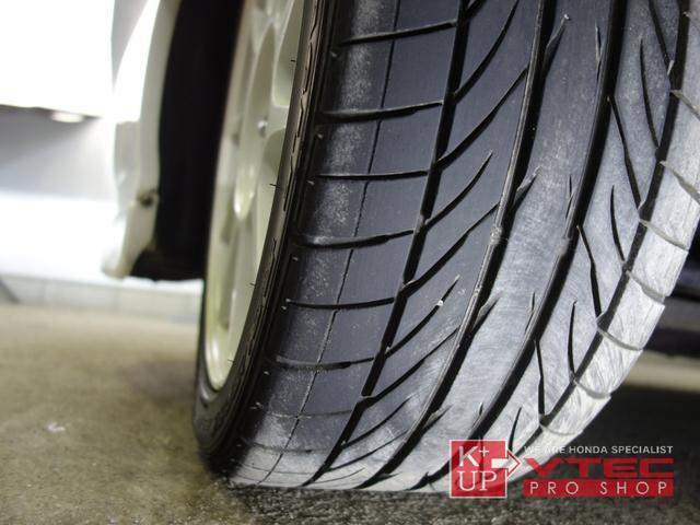 タイヤの溝もたっぷり!購入後にタイヤ交換などが必要な車両ではございません!ご希望のお客様には中古アルミ・新品アルミ等もご提案可能です!