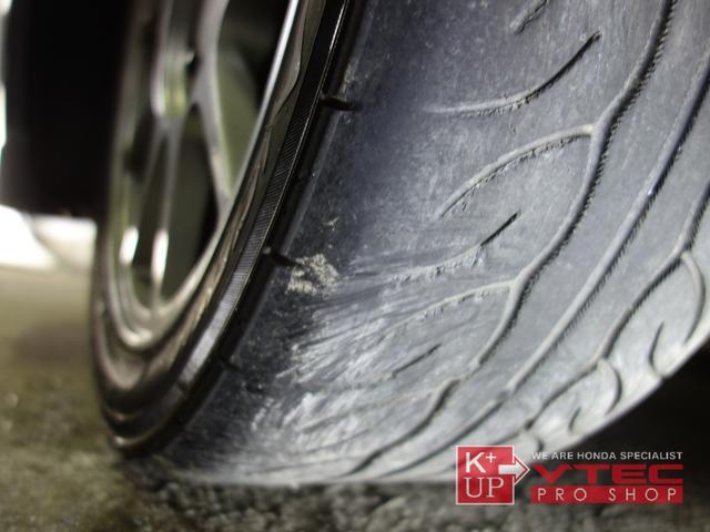 タイヤの溝は減り気味ですので早めの交換をオススメ致します。ご予算、ご用途にあわせて銘柄をご提案いたします。タイヤの種類に詳しくない方でも御安心ください!