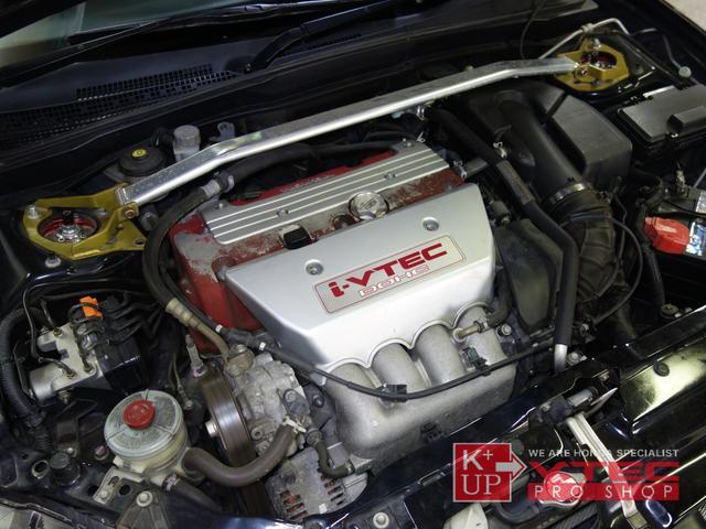 横Gによるエンジンオイルの偏りを防止し、オイルパン内のエア噛みを防止する為に有効な無限製オイルパンが装着済みです。ジェイズレーシング製ストラットタワーバーが装着済みです。