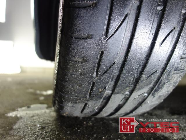 タイヤ溝は減り気味ですので早めの交換をおすすめ致します。ご予算、ご用途にあわせて銘柄をご提案いたします。タイヤの種類に詳しくない方でも御安心ください!