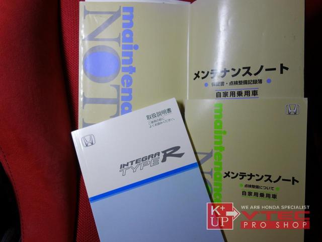 後部座席も使用感少なくきれいなコンディションを保っております。リアアシートを倒したときの荷物スペースはかなりのものです。