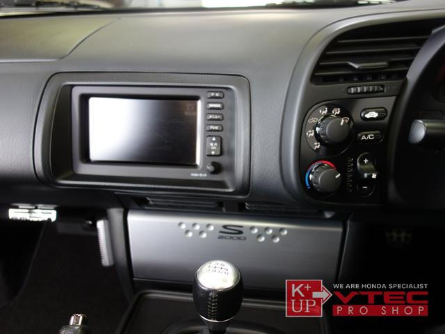 オーディオは純正CDMD・ナビも純正オリジナル状態です。少々機能的にさみしい装備なので、オリジナルにこだわらなければ最新メモリーナビ・オーディオ等への換装もオススメです。ETC車載器も装着済みです。