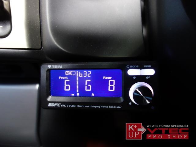 テイン車高調と併せて、同社EDFCも装備済み!室内から減衰力の調整が可能となり使い勝手の良い仕様!お好みのセッティングを見つけてください!社外レーダー探知機も装着済みです。