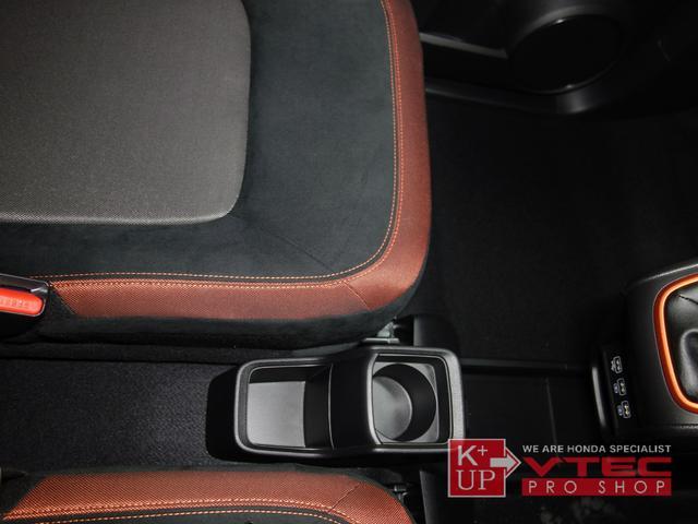 RS ホンダセンシング ナビ装着用スペシャルパッケージ 2トーンカラー 禁煙車 スマートキー LEDヘッドライト 充電用USBジャック シートヒーター 専用15インチアルミ 6速マニュアル 保証書(48枚目)