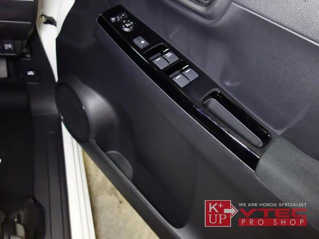 RS ホンダセンシング ナビ装着用スペシャルパッケージ 2トーンカラー 禁煙車 スマートキー LEDヘッドライト 充電用USBジャック シートヒーター 専用15インチアルミ 6速マニュアル 保証書(51枚目)
