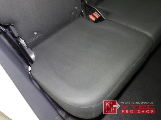 RS ホンダセンシング ナビ装着用スペシャルパッケージ 2トーンカラー 禁煙車 スマートキー LEDヘッドライト 充電用USBジャック シートヒーター 専用15インチアルミ 6速マニュアル 保証書(57枚目)