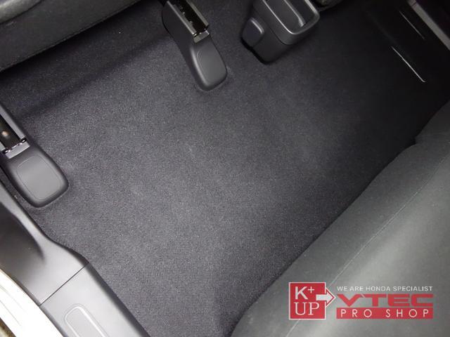 RS ホンダセンシング ナビ装着用スペシャルパッケージ 2トーンカラー 禁煙車 スマートキー LEDヘッドライト 充電用USBジャック シートヒーター 専用15インチアルミ 6速マニュアル 保証書(65枚目)
