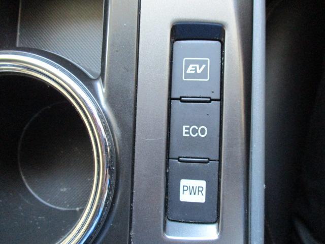 アイドリングストップ機能付きで環境及びお財布にも優しい車両になります。