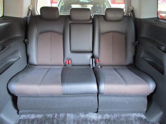 サードシートも広めに設計されておりますので、フル乗車でも快適です♪