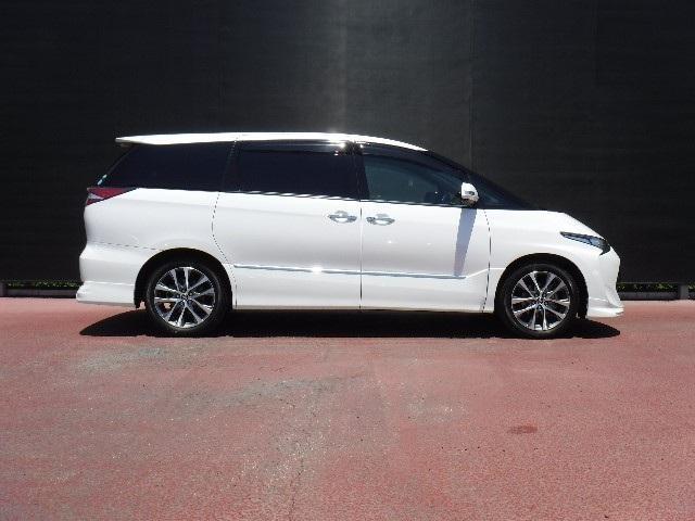 7人乗りエスティマは、セカンドシートのロングスライド機構により、車室内とは思えないVIPルームが出現しますよ!