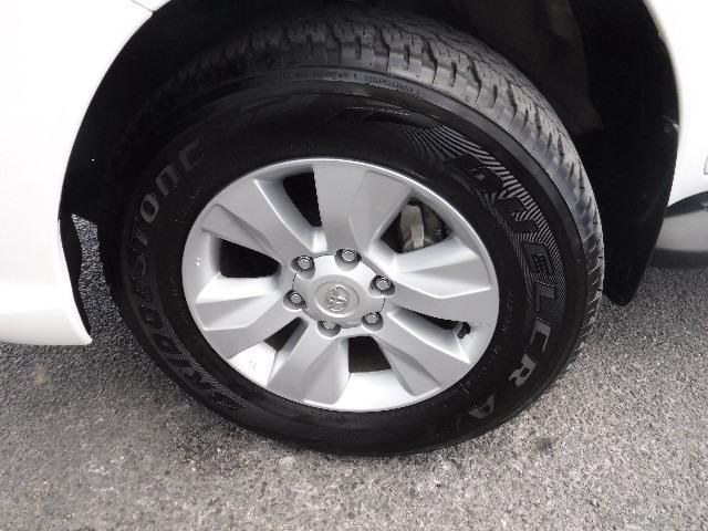 タイヤはBS製265/65R17と純正アルミホイールを装着しています。足元のお洒落も気になりますよね!