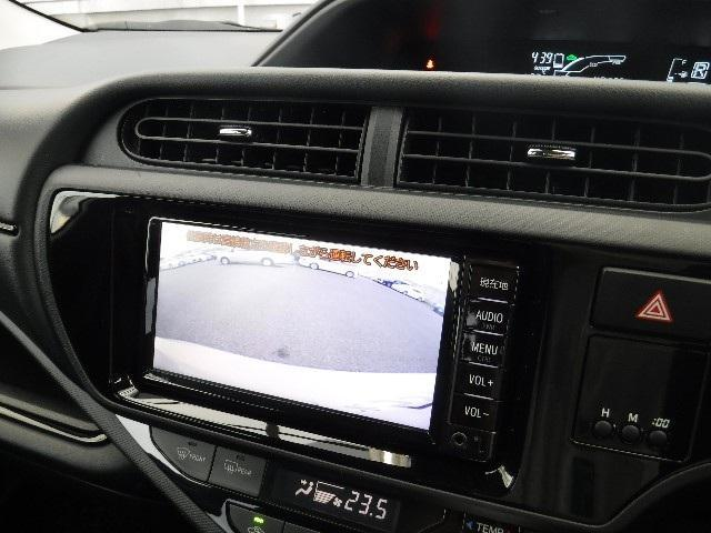 メモリーナビ連動のバックガイドモニター付。車庫入れなどの後退時もガイドが付いているので運転し易いですよ!