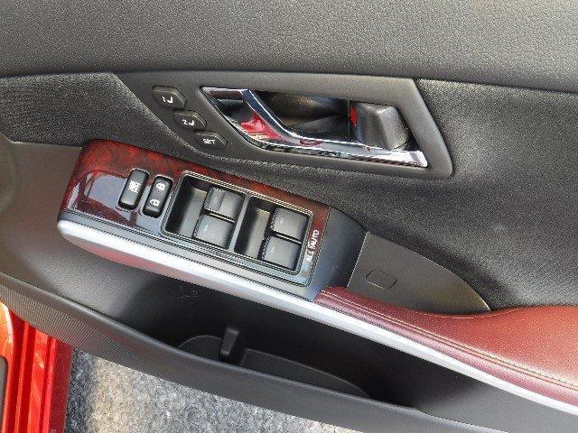 運転席側ドアは、マイコンプリセットドライビングポジションシステム/ALL-AUTOのパワーウインドウ付。