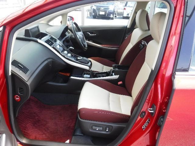 質感の高いフロントシートはパワーシート付。体格に合わせて着座位置の微調整が出来ます。