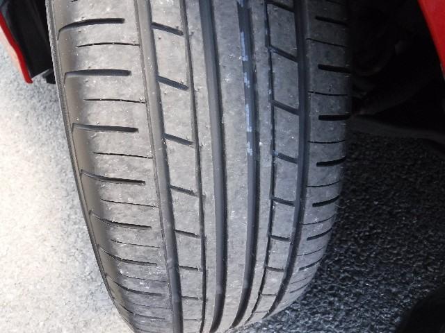 タイヤはYH製205/60R16と純正アルミホイールを装着。足元のお洒落も気になりますよね!