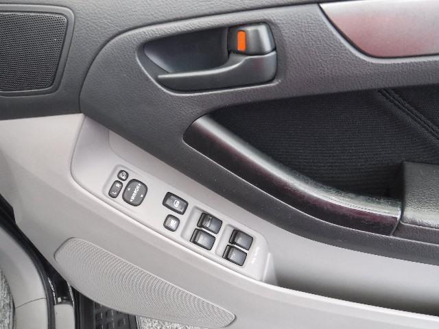 運転席側ドアに使い勝手の良いALL-AUTOのパワーウインドウと電動格納ドアミラー&ミラー調整機構が付いています。
