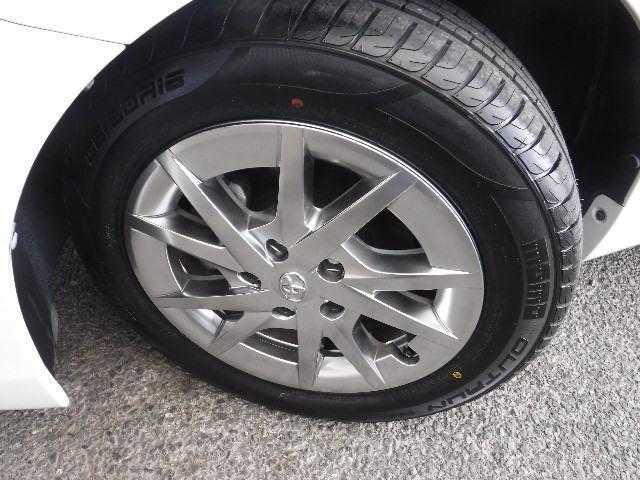 タイヤは205/60R16と純正アルミホイールを装着。足元のお洒落も気になりますよね!