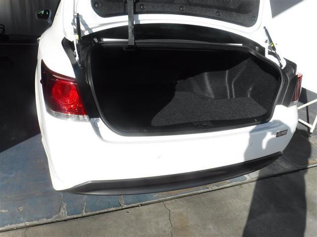 荷物を出し入れしやすいよう、開口部の形状に配慮しています。出し入れのしやすさが自慢です。