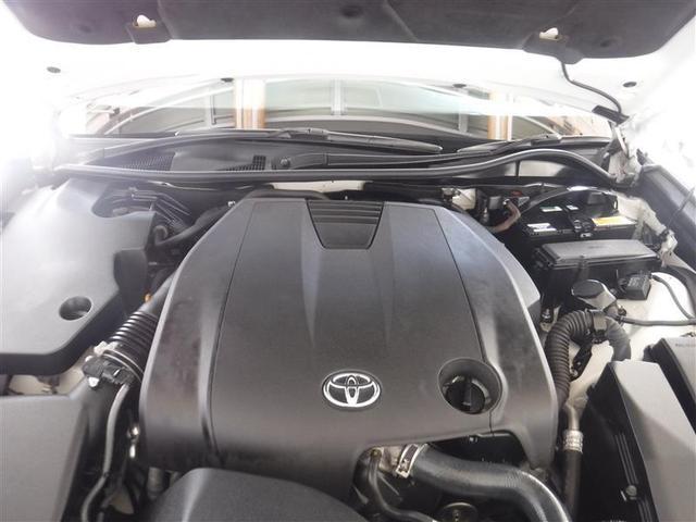 2.5Lのガソリンエンジンを搭載しています。油汚れやほこりを隅々まで除去。エンジンルームも綺麗になっています。