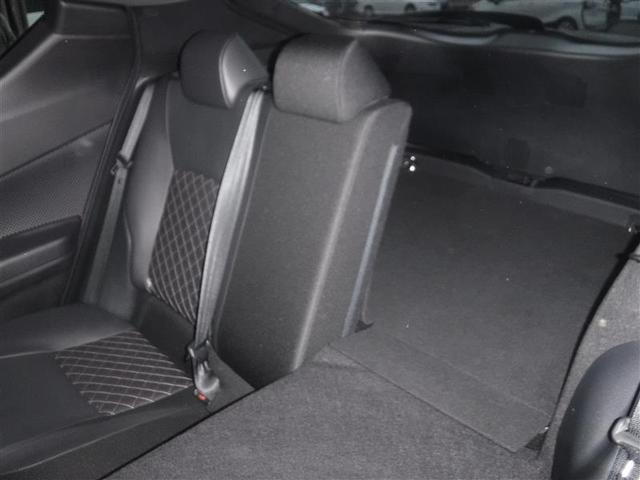 長さがある荷物を積む際にも後部座席を倒したりするなどアレンジが可能なので非常に便利です。