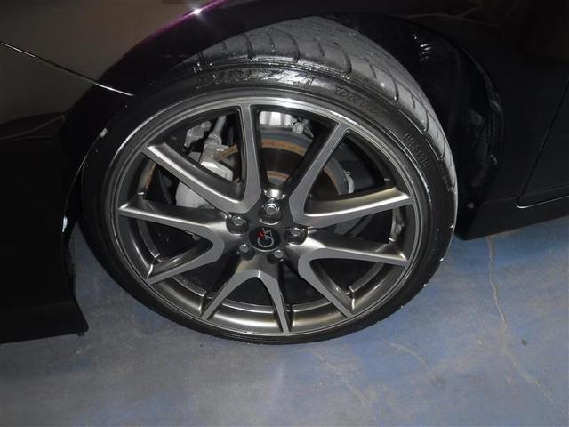 215/40R/18サイズのタイヤを装着しています。G's専用アルミホイールがボディ-デザインと融合します。