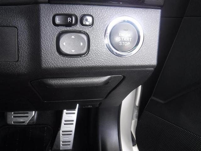 スマ-トキ-を携帯していれば、バックからキーを出さずにブレーキを踏めばエンジンスタートができます。電動格納式ドアミラ-は、ミラ-角調整も電動で出来ます。