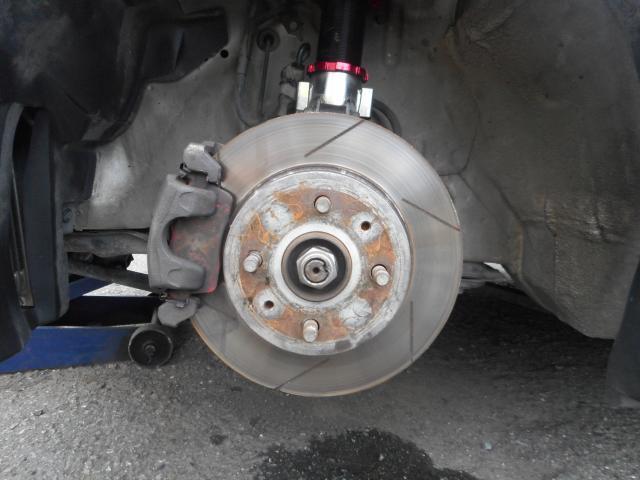 DIXCELブレーキローターとパッドに変更し車高調はシュピーゲル製を組んでいます。