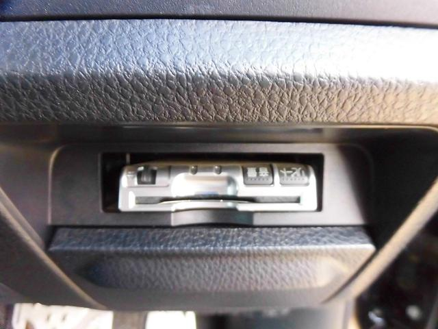 フルセグ付メモリーナビ・後席モニター・バックカメラ・両側自動ドア・シートヒーター・LEDライト・ミラーウィンカー・本革巻ステアリング・ETC・ドアバイザー・フロアマット・クルーズコントロール・Pガラス
