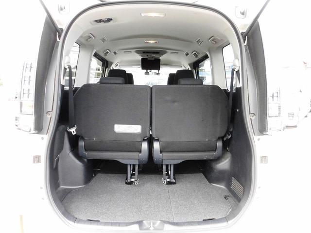 ハイブリッドV フルセグナビ・後席モニター・バックカメラ・Bluetoothオーディオ・両側自動ドア・シートヒーター・LEDライト・フォグライト・本革巻ステアリング・クルーズコントロール・ETC・ドアバイザー(8枚目)