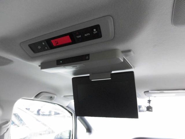 ハイブリッドV フルセグナビ・後席モニター・バックカメラ・Bluetoothオーディオ・両側自動ドア・シートヒーター・LEDライト・フォグライト・本革巻ステアリング・クルーズコントロール・ETC・ドアバイザー(10枚目)