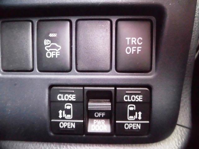 ハイブリッドV フルセグナビ・後席モニター・バックカメラ・Bluetoothオーディオ・両側自動ドア・シートヒーター・LEDライト・フォグライト・本革巻ステアリング・クルーズコントロール・ETC・ドアバイザー(12枚目)