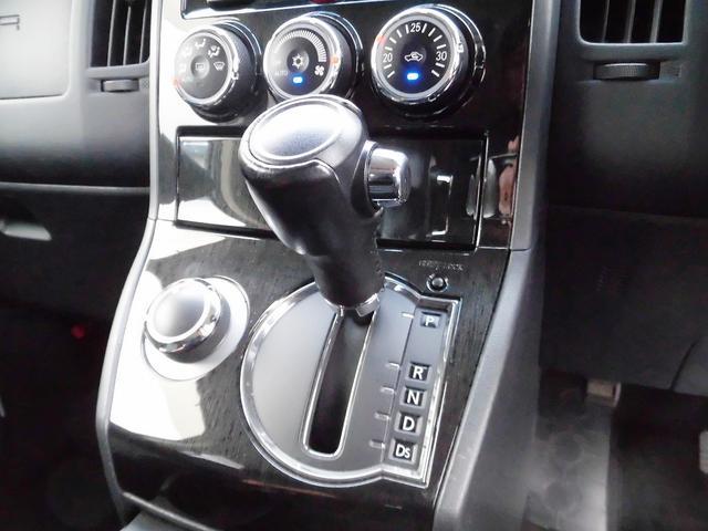 ローデスト G パワーパッケージ フルセグナビ・後席モニター・Bluetoothオーディオ・両側自動ドア・20AW・HIDライト・フォグ・本革巻ステアリング・クルーズコントロール・ETC・ドアバイザー・フロアマット・プライバシーガラス(12枚目)