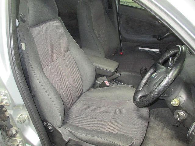 過去の使用感を感じさせないクリーンな車内。お出掛けするのがウキウキ楽しくなる空間ですね♪
